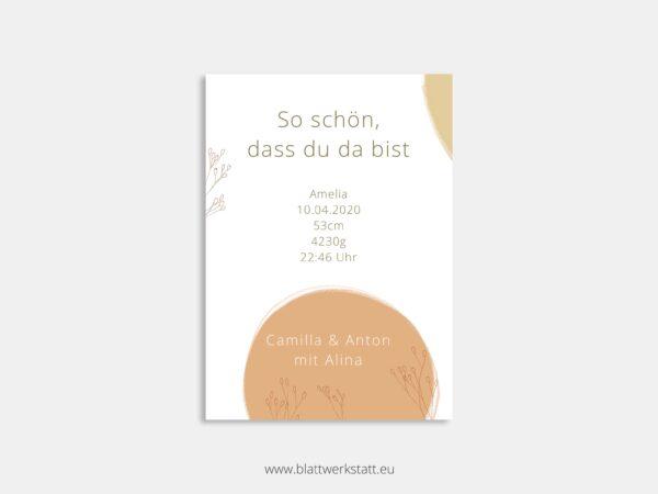 Eine Geburtsanzeige im Postkartenformat mit individuellen Daten